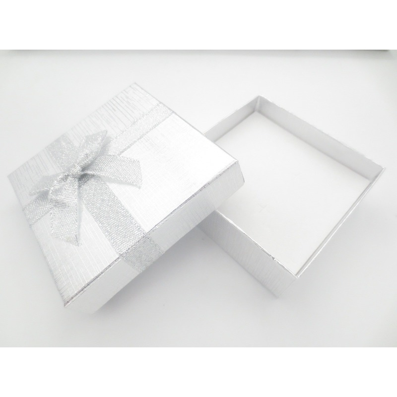 2x sieradendoosjes cadeaudoosjes zilver 9 x 9 cm